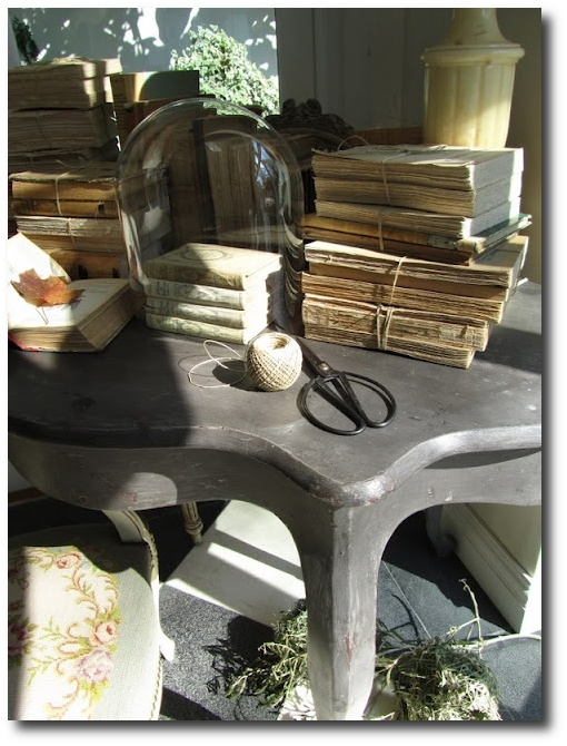 distressed-furniture-visit-labrocanteuse-blogspot