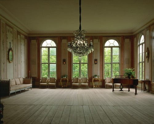 Swedish Gustavian Furniture 18th Century Swedish Decorating 500x401 Swedish Furniture:18th Century Swedish Decorating
