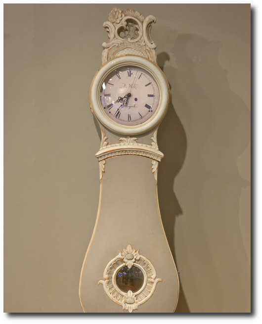 Look How This Mora Clock Is Painted The Same Color As The