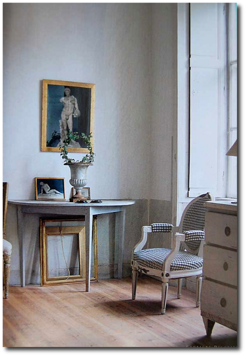 Keywords:Gustavian, Gustavian Furniture, Distressed Furniture, Country French Furniture, Shabby Chic Furniture, Scandinavian Design, Nordic Style, Swedish Furniture, Swedish Decorating, Mora Clocks