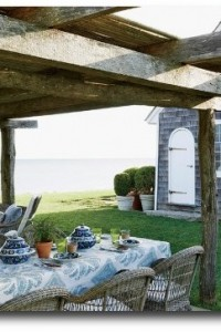 An-outdoor-pergola-set-for-lunch_-500×333