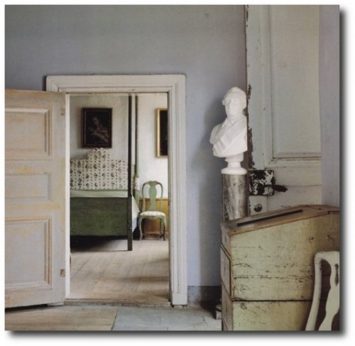 Above-image-from-BOOK-The-Perfect-Country-Room-by-Emma-Louise-OReilly-500x488