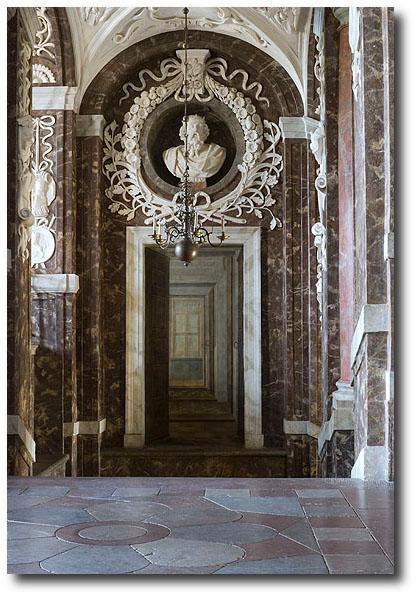 Trome l'oeil-målning av Johan Sylvius i trapphallen på Drottningholms slott.