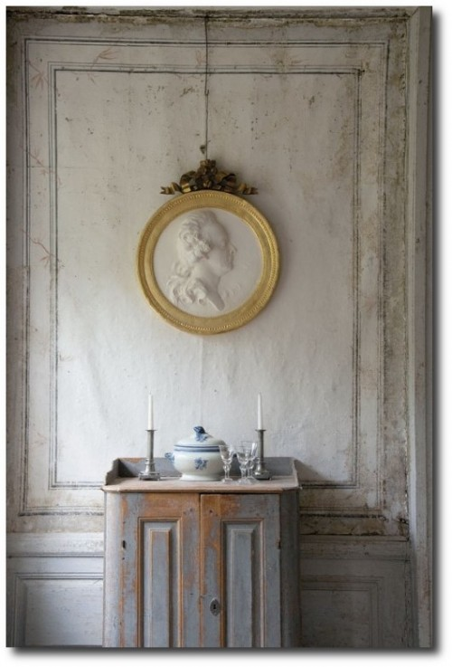 Swedish-Decorating-Gustavian-Furniture-From-Lars-Sjoberg5-500x752