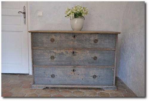 http://www.frenchcountrylivingantiques.com