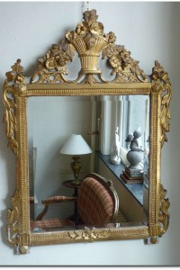 Beveled mirror in gilded wood